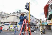 Instalación de semáforos en el centro de la ciudad