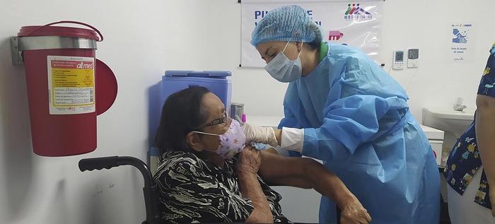 Adultos mayores de 80 años de la zona de ladera: ¡a vacunarse!