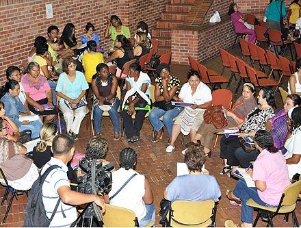 mujeres reunidas centro cultural de cali