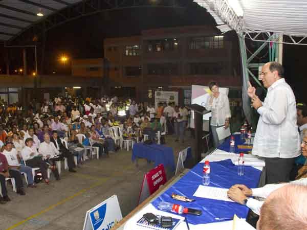La Alcaldía escuchó a la Comuna 21: jóvenes, seguridad y legalización de predios, principales necesidades