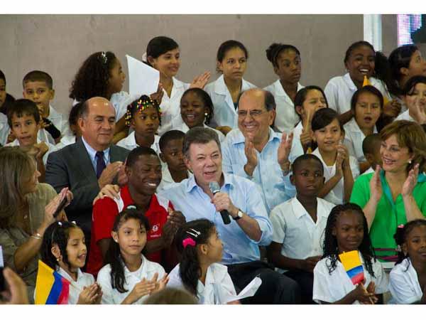 El Presidente presentó panorama de la educación y felicitó a 'El Momo' Romero