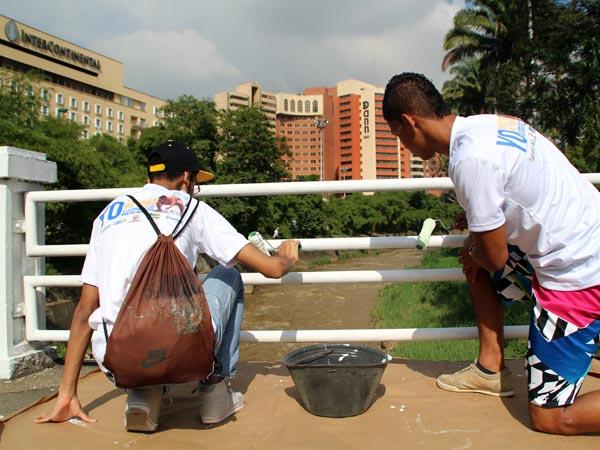 Caleños participaron en jornada de enlucimiento; esta vez, en la Av. Colombia