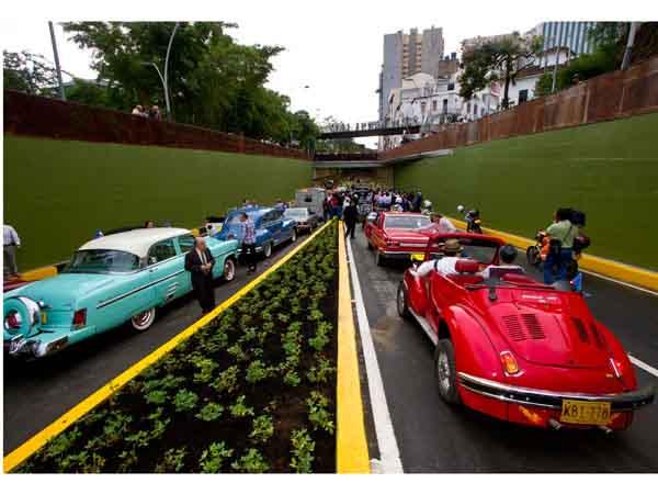 Cali vive una transformación urbana; con desfile de autos antiguos, el túnel de la Av. Colombia y el Bulevar del Río fueron puestos en servicio