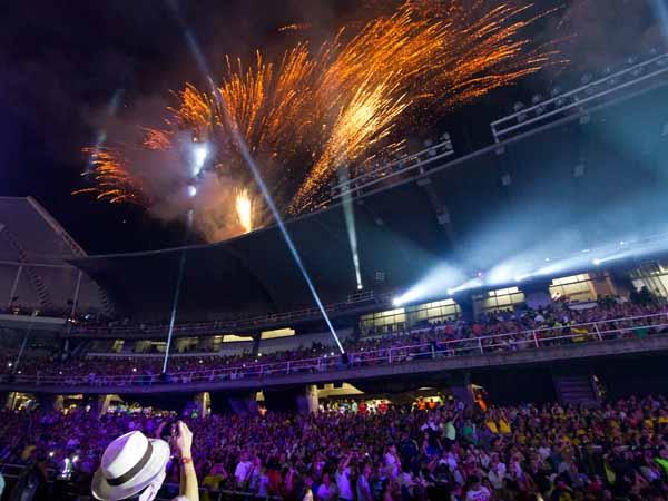 Con juegos pirotécnicos y un impresionante espectáculo lleno de música del Pacífico y salsa, Cali inauguró los Juegos Mundiales