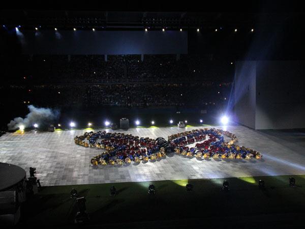 El estadio Pascual Guerrero se convirtió en un gigantesco escenario de artistas y acróbatas
