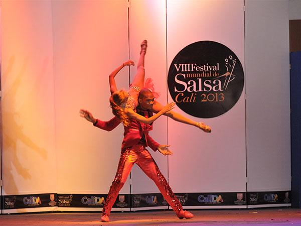 El  Festival  Mundial  de Salsa de  Cali, una vitrina comercial para escuelas y bailarines