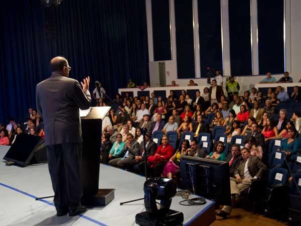 Alcalde Rodrigo Guerrero Velasco reconoció la importante labor que cumplen los medios en la sociedad moderna