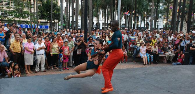 Bailes del mundo en cierre de conmemoración de la independencia de Cali