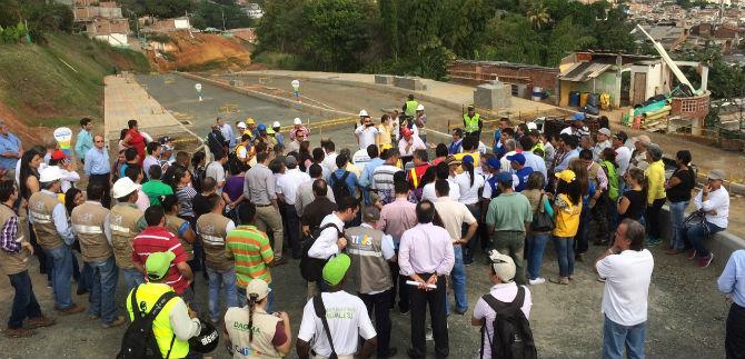 Infraestructura construye nuevas vías y recupera otras en la comuna 18