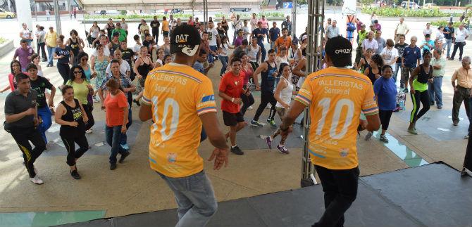 Prosiguen talleres y clases de baile del Mundial de Salsa